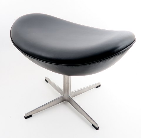 Arne Jacobsen. Skammel til Ægget med sort læder